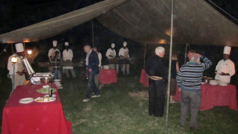 Aftenbuffet i Governors Camp, Masai Mara, Kenya.